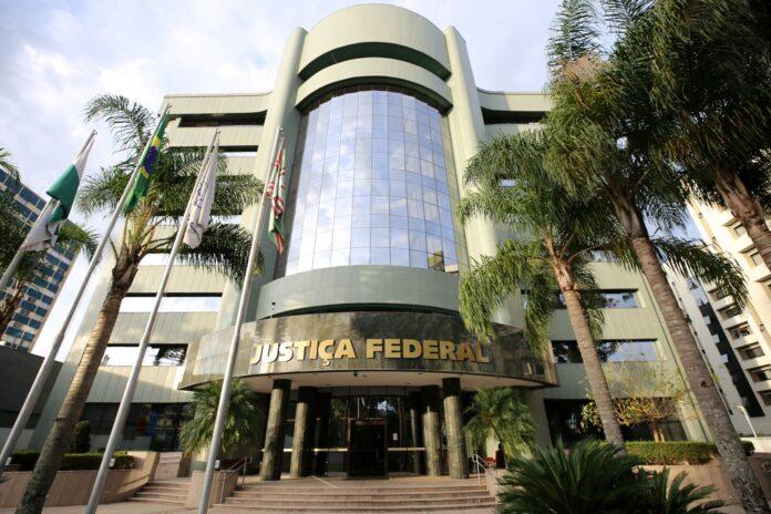 Atualmente, mais de 320 jovens paranaenses atuam como estagiários na Justiça Federal