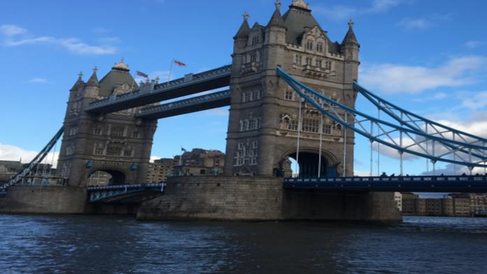 Atualmente, há mais de 30 mil cursos de graduação e pós-graduação apenas em Londres